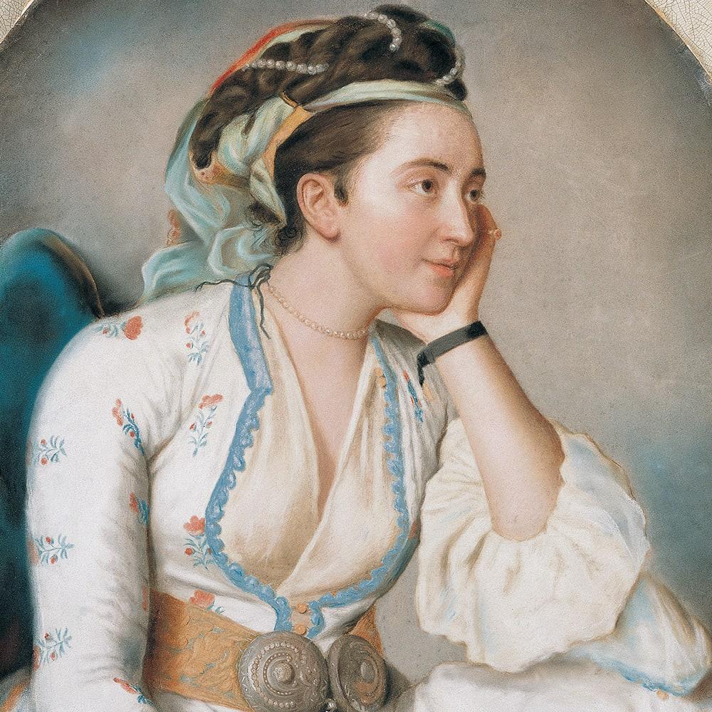 Türk Giysileri İçinde Bir Kadın
